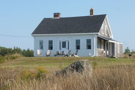 Renovated antique cape on Northern Bay - Penobscot - Haus