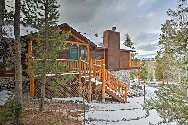 NEW! 5BR Granby House w/ Deck - Mins from Skiing!
