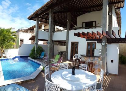 Casa Brisas de Cotovelo, com 04 Suítes.