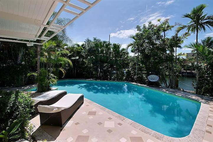 Tropical Masterpiece featured in movies - Fort Lauderdale - Villa