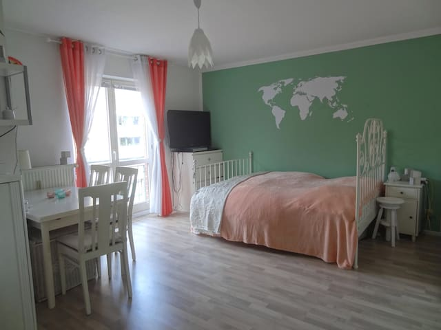 Beautiful cosy studio flat, close to city center - Køln - Leilighet
