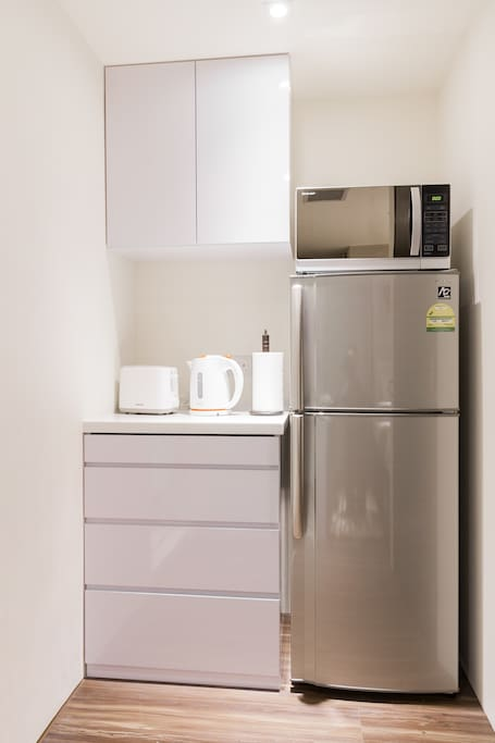 Full size fridge, Kitchenette with kettle, toaster, microwave all provided for!