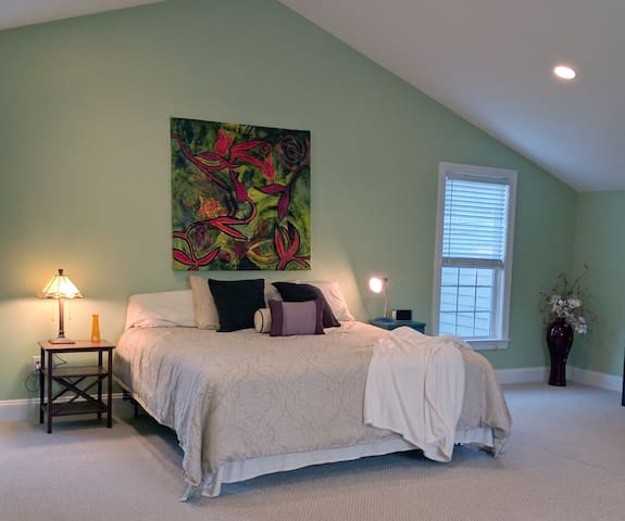 Spacious Downtown Guesthouse - Raleigh