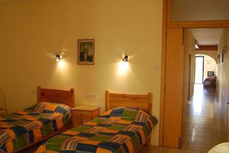 Crystal Palace Apartment sleeps 4 - Iż-Żebbuġ - Lejlighed