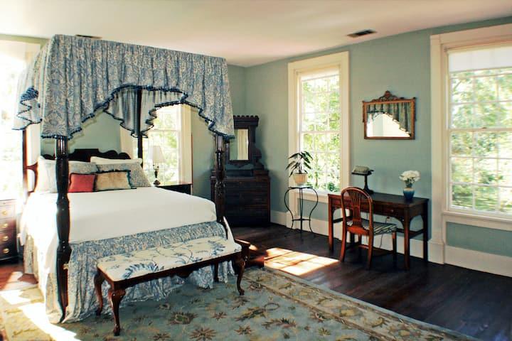 Dot 2 Dot Inn, the Blue Room
