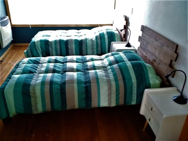 Cozy room close to downtown and buses