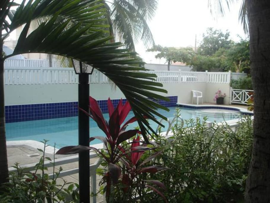 24 Hr Security Pool Parking In New Kingston Townhouses For Rent In Kingston Saint Andrew