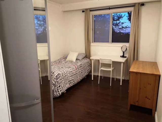 Comfortable Room in North York