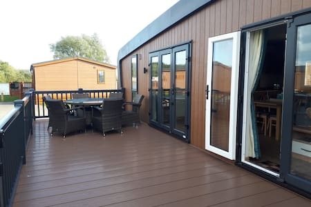 Luxury Lodge with  Hot Tub in Tattershall Lakes