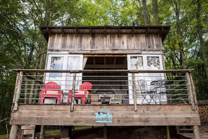 Glamping Cottage on 116 Acre Farm- Cowgirl Cabin