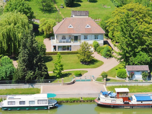 Charming French Villa on the Canal du Nivernais - Cercy-la-Tour - Inap sarapan