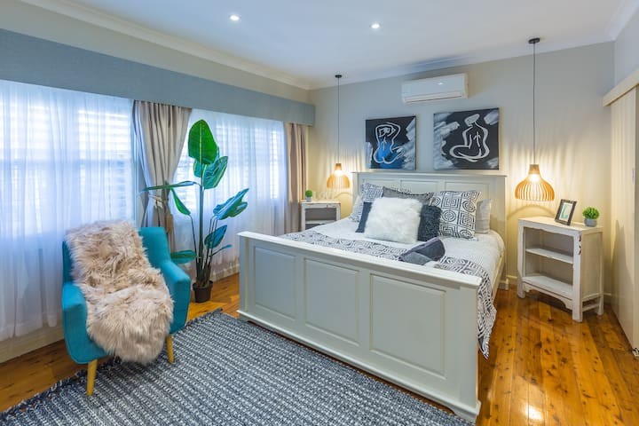 Waterfront Luxury Resort Manor Number One Penrith