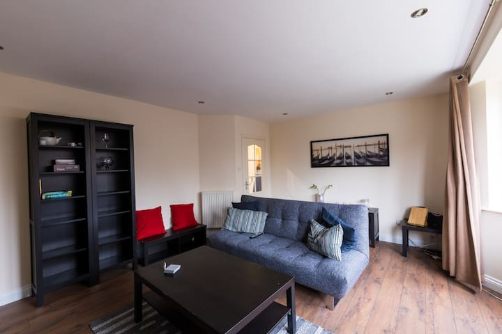 Spacious, Welcoming, Modern Flat in Cardiff