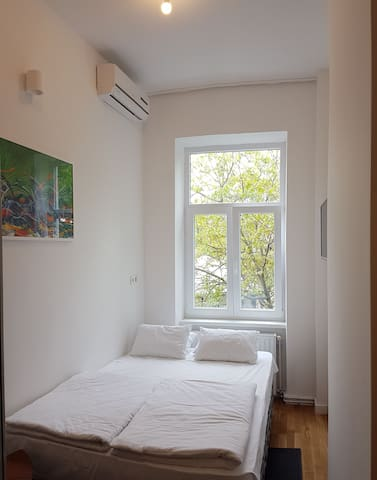 No. 1 BRAND NEW DOWNTOWN ROOM WITH BATHROOM - Zagreb - Flat