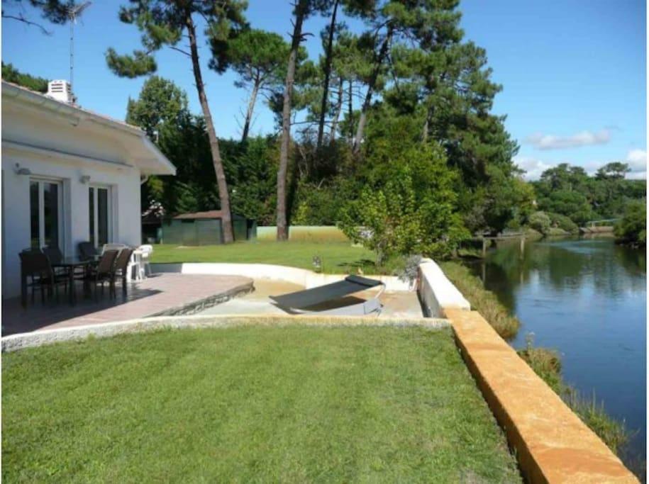 Villa DUNEA HOSSEGOR avec vue sur le canal du Bourret et sa grande terrasse sud