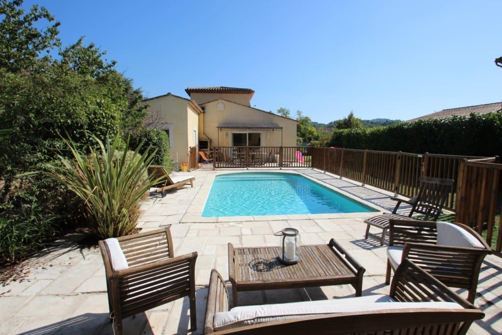 Villa priv e avec piscine grasse villas louer for Villa privee avec piscine
