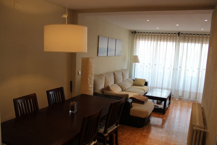 Acogedor, espacioso. Ideal familias - Madrid - Appartement
