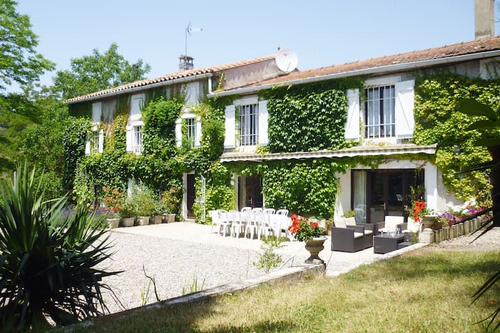 18th century private Domaine, Pool & fast Wifi - Peyrefitte-du-Razès - Holiday home