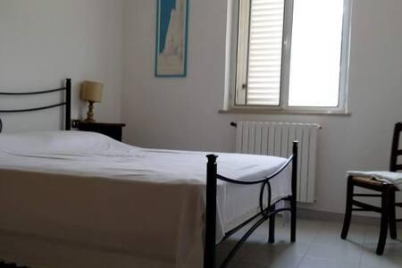 Casa Vacanze con 5 posti letto - Campello Sul Clitunno - Apartment