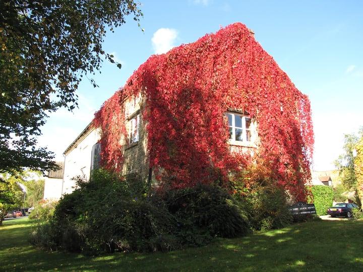 Barn Cottage, try village life!