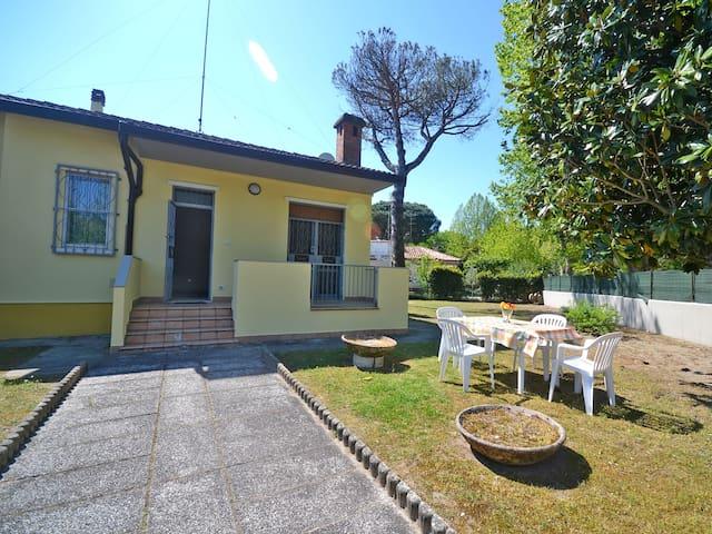 Villa con giardino, 4 camere letto, doppi servizi - Lido delle Nazioni - Vila