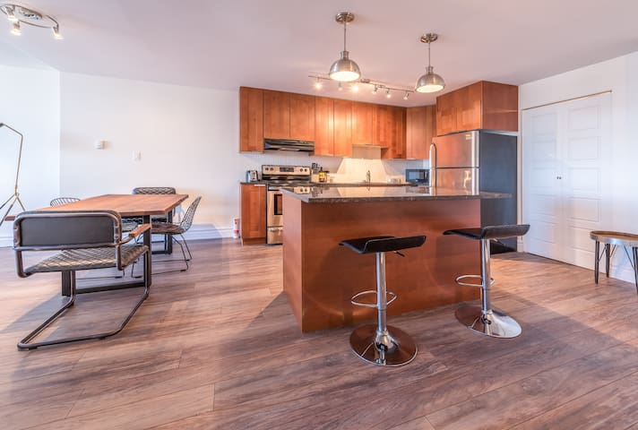 Sunny, Modern Condo-Central Halifax & Free Parking