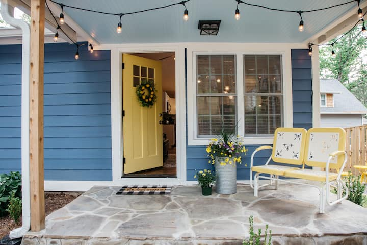 Quaint Cottage with Southern Charm- Black Mountain