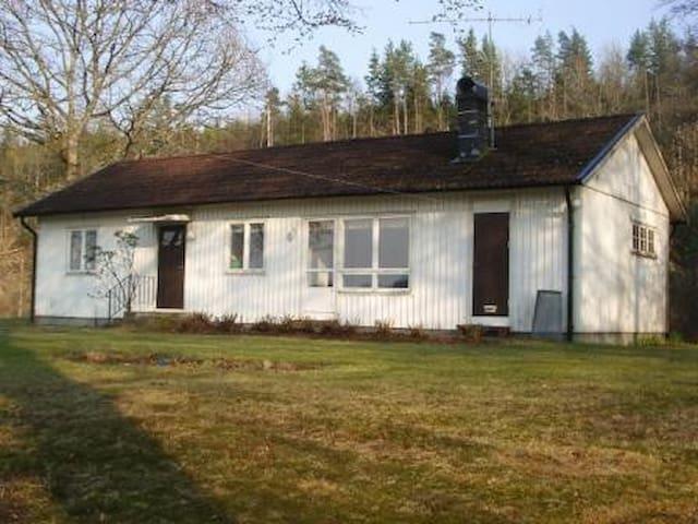 Hus vid sjö nära Varberg, Ullared, Bua, Värö