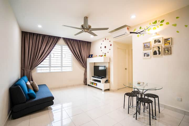Family Getaway COZY 3R |6 pax| WiFi-SPICE-Airport