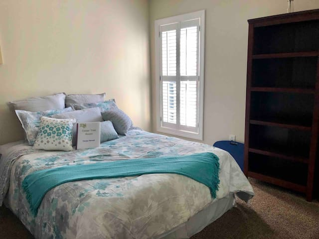 Cedar Tree Room with kitchenette by Lake Johnson!