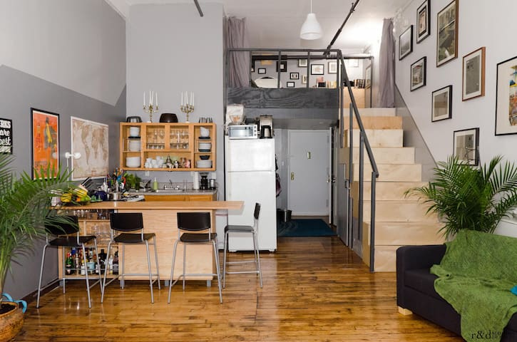 Huge Artist Loft, Ltrain w/Best Roof in BK up to 8 - Brooklyn - Loft