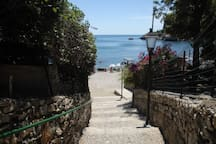 stair to go directly to the beach