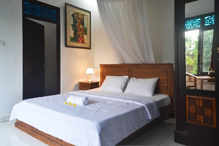 Frangipani Room (Kandriani Guest House)