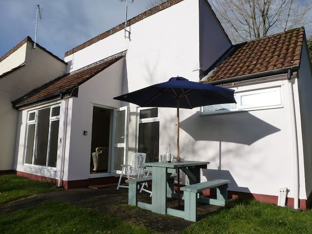 Lovely bungalow incl. swimming pools 8 Manorcombe