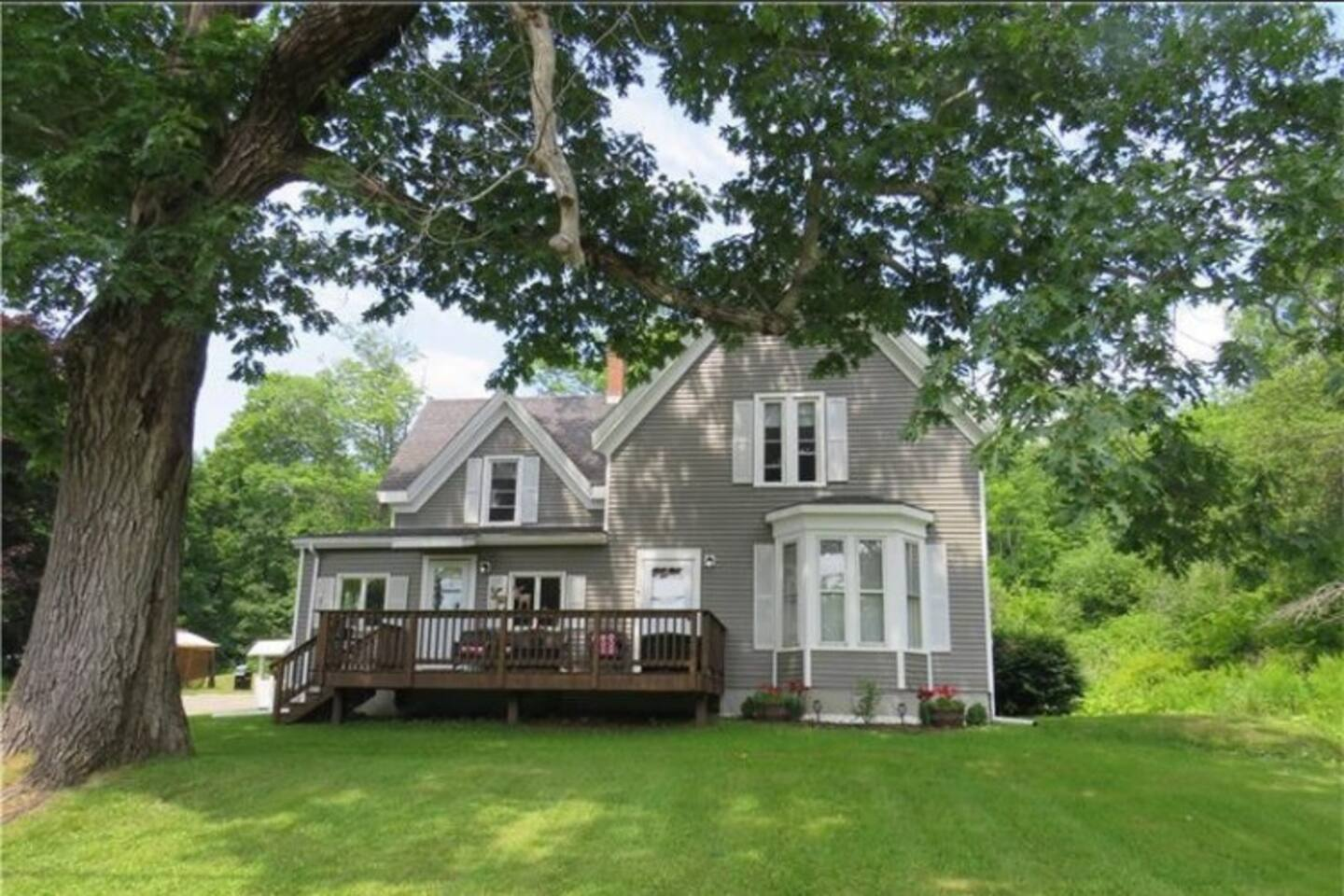1870 Farm House two miles from Rockland village and harbor, private 2nd floor, ground floor available shared upon request