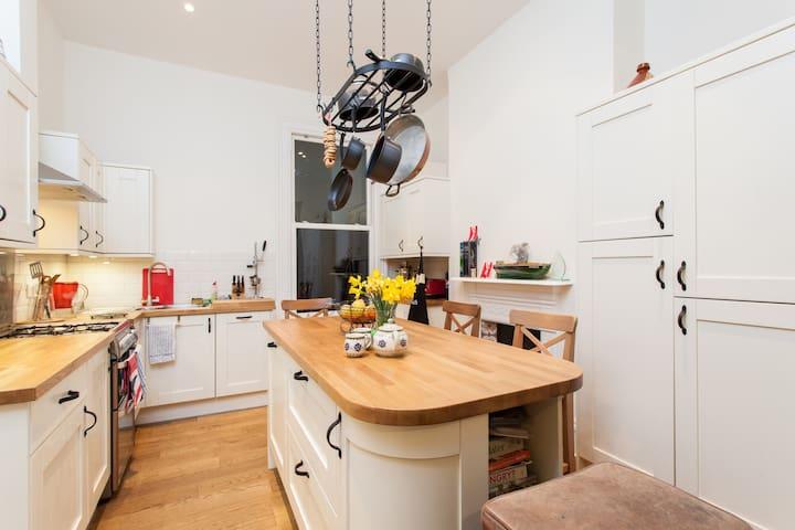 Sunny loft, Brixton: WiFi & B'fast - London - Apartment