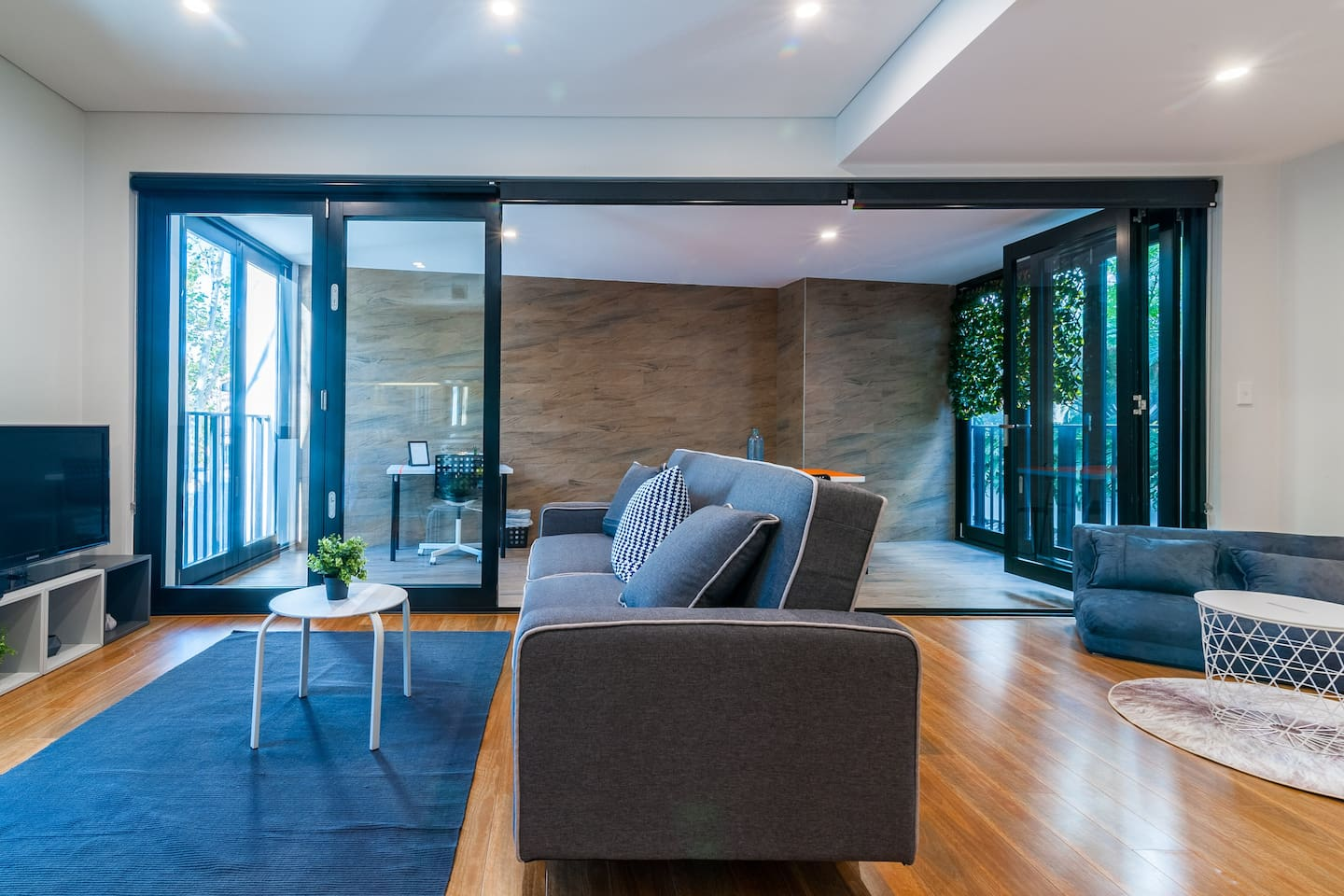 Stylish 2 BDR Apartment -Close to Redfern Station - Apartments for ...
