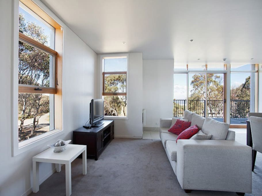 Lounges with TV and balcony looking over Davenport Drive and Dargo Valley