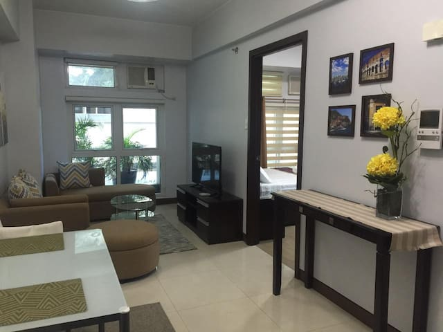 **Modern, Quiet 1BR Corner Suite in Eastwood City