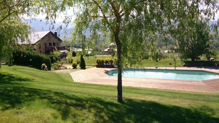Mansion avec vue, jardin et piscine