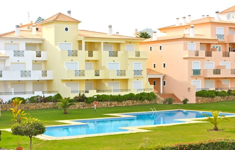 Shuffle Red Apartment, Albufeira