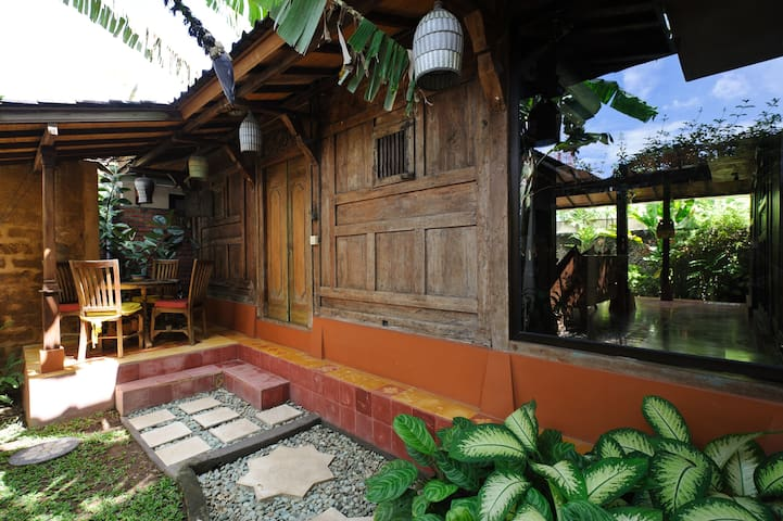 Fully serviced Traditional House