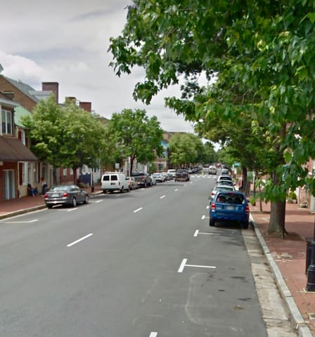 Two Bedroom Condo in Old Town Fredericksburg