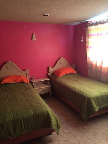 Casa familiar con terraza y desayuno completo. - Oaxaca