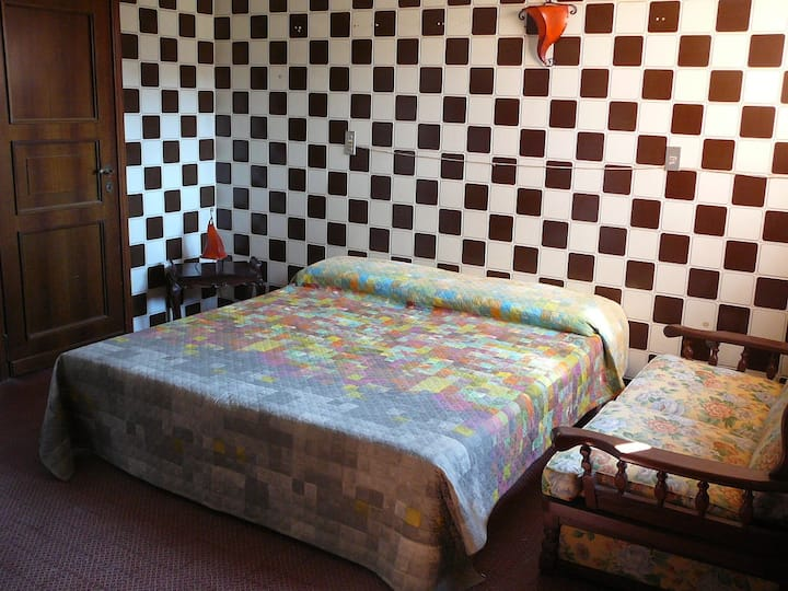 CHEAP INDEPENDENT ROOM W/PRIVATE BATH NEAR METRO!!