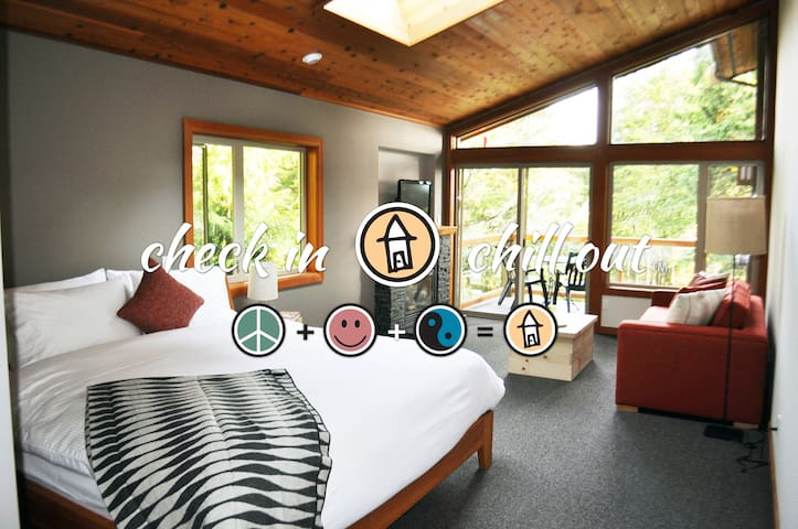 1 Bedroom Deluxe Lodge Suite - The Cabins®