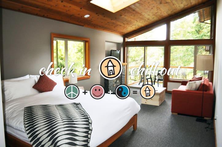 1 Bedroom Deluxe Lodge Suite - The Cabins®