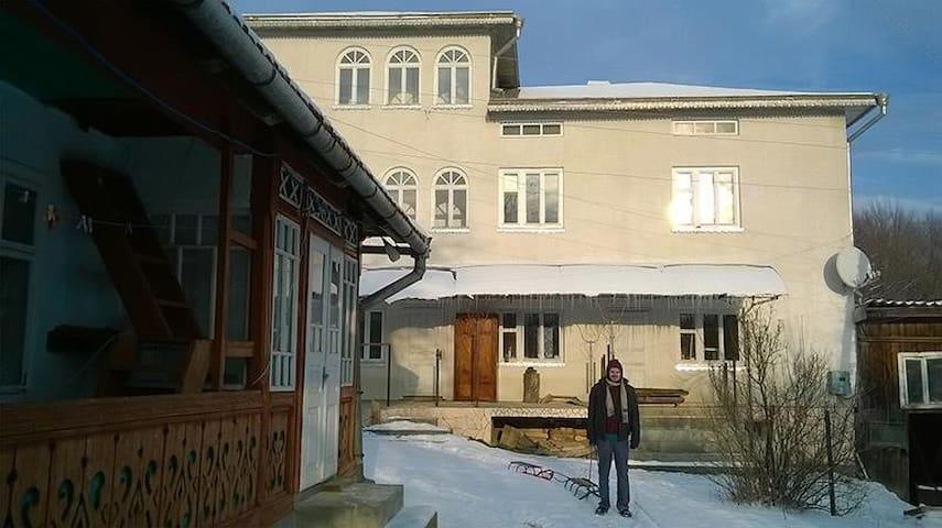 Uglück Haus - Kosmach - House