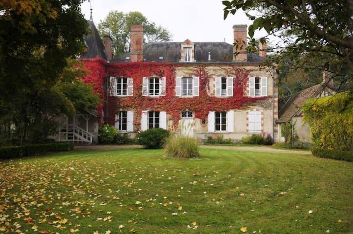 La Jonchère, Grande maison de famille.