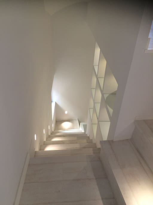 hall en entrance stairs